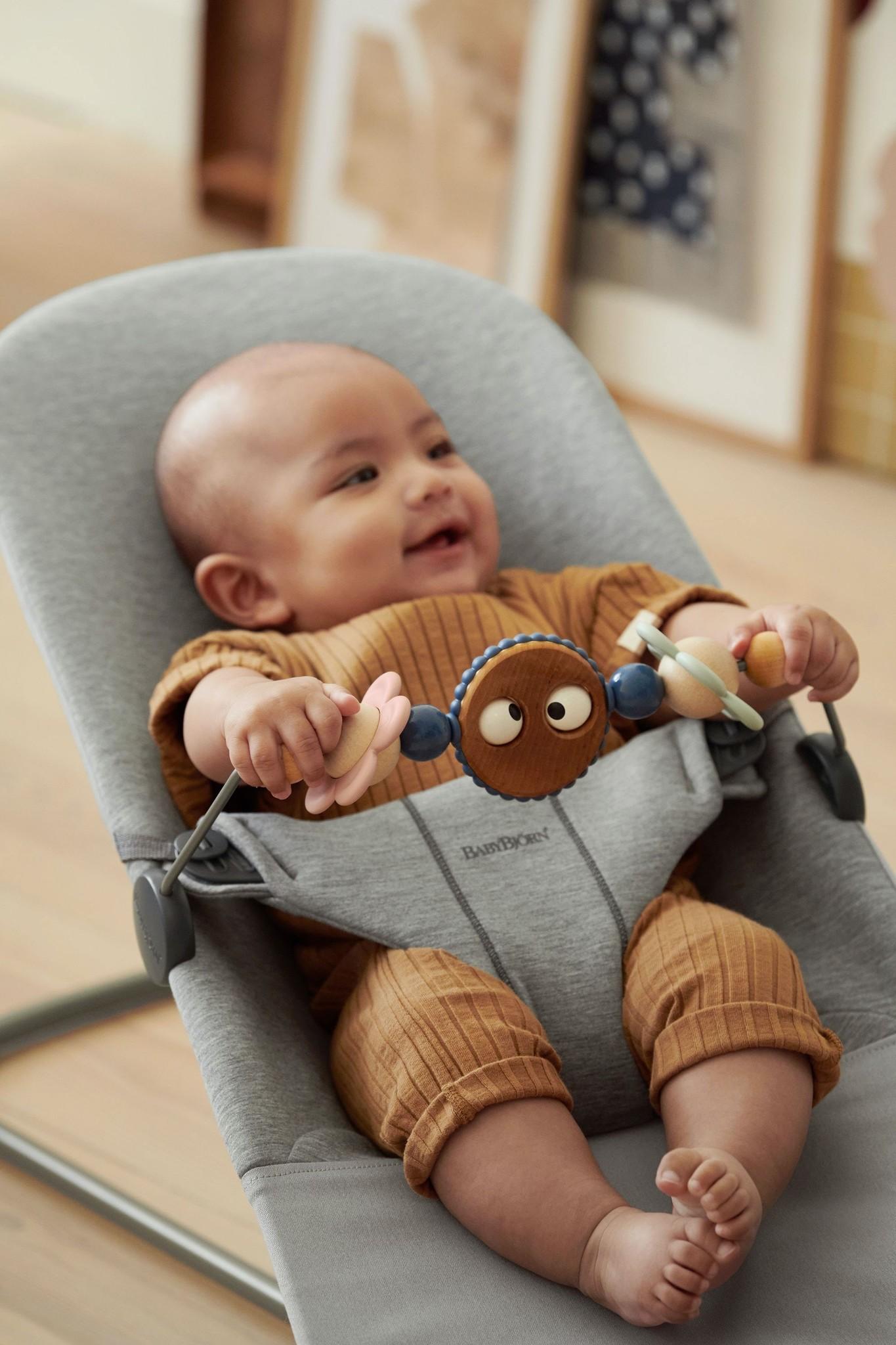 BABYBJÖRN BABYBJÖRN Spielzeug für Baby Bouncer Freche Augen Pastell