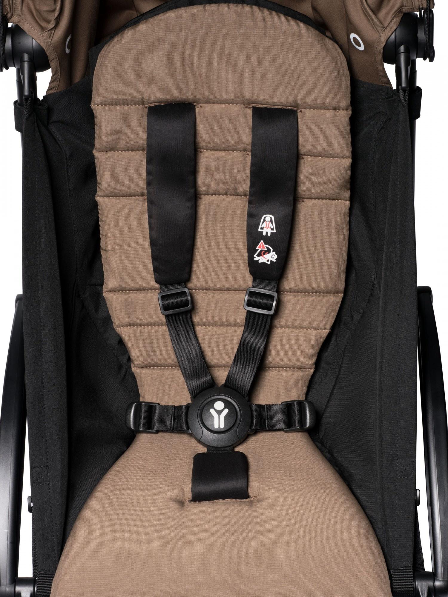 Babyzen Babyzen YOYO² buggy COMPLEET vanaf de geboorte inclusief YOYO² BeSafe autostoel zwart  en YOYO Bag -  toffee met frame zwart