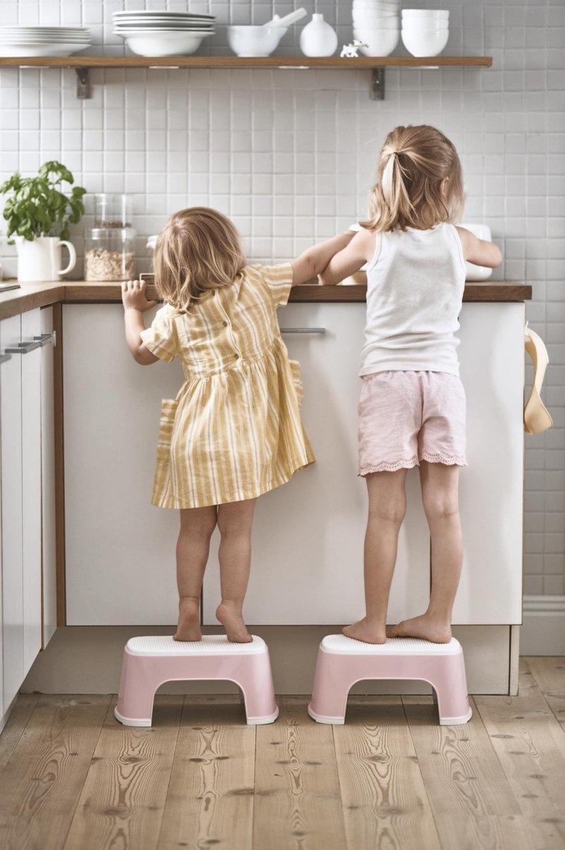 BABYBJÖRN BABYBJÖRN Tritthocker Pastell Pink / Weiß
