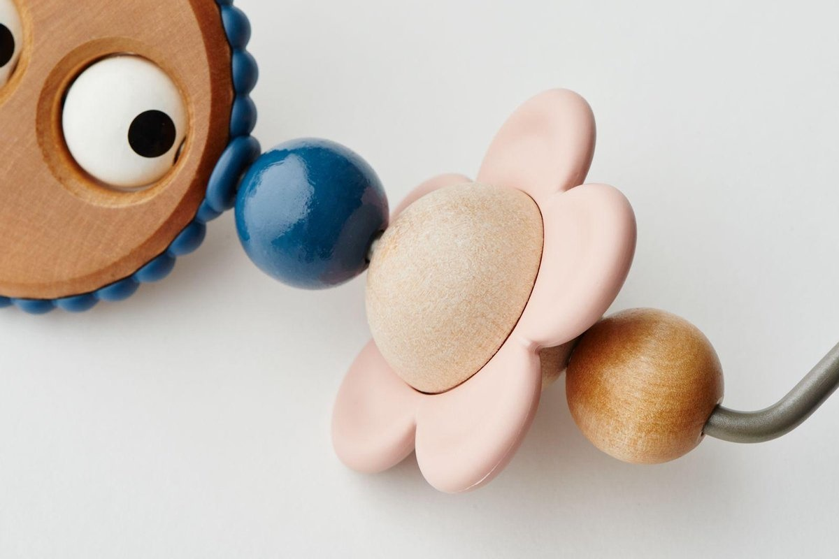 BABYBJÖRN Babybjörn Wipstoeltje Bliss bundle met bijpassend Speelgoed Ondeugende oogjes Pastel - antraciet mesh