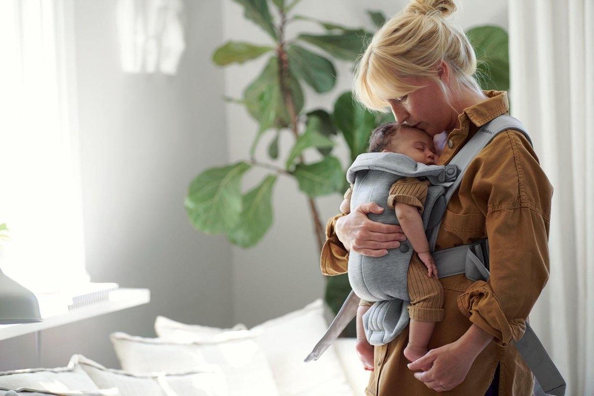 BABYBJÖRN Babybjörn startpakket bestaande uit Wipstoel Bliss met extra stoffen zitting, transporttas en bijpassend speelgoed Knuffelvriendjes, en een Draagzak Mini met bijbehorende slabbenset - lichtgrijs 3D jersey