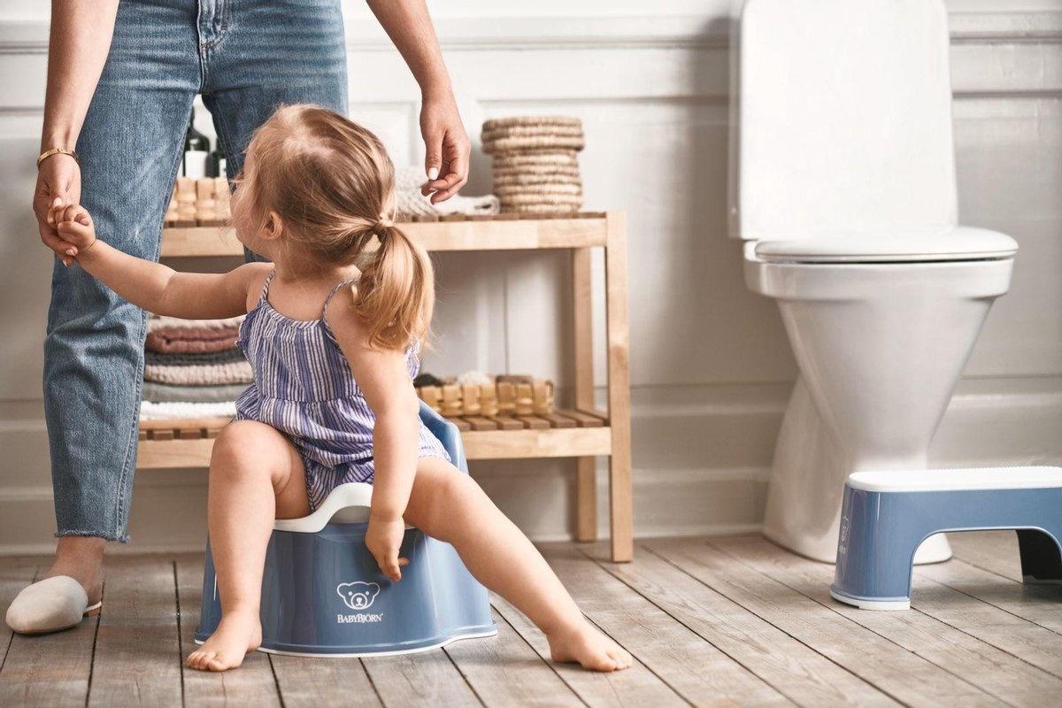BABYBJÖRN Babybjörn startpakket bestaande uit Plaspotje Zetel, Opstapkrukje en Toilettrainer - Diepblauw wit