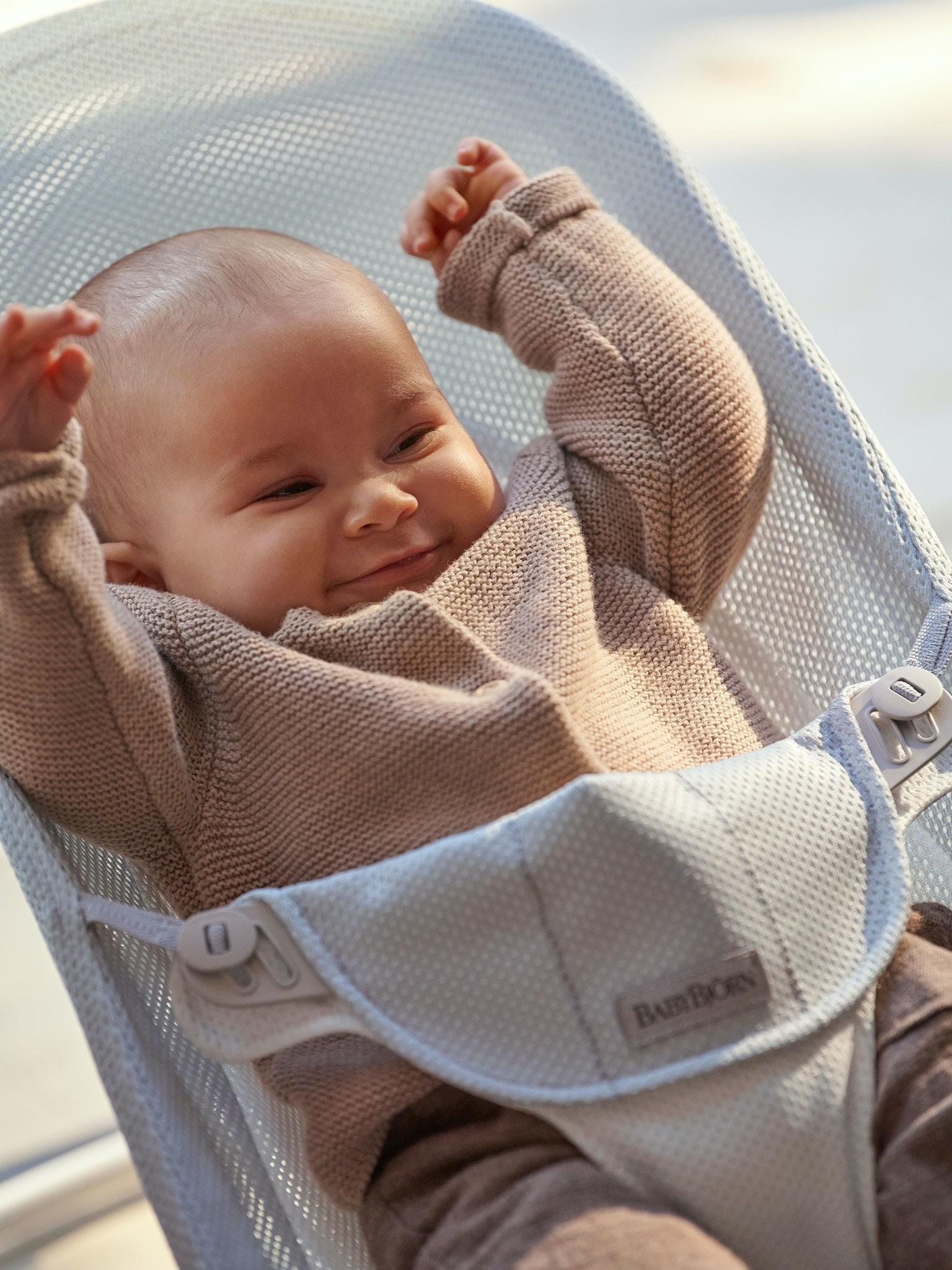 BABYBJÖRN BABYBJÖRN Wipstoeltje Balance Soft Lichtgrijs frame Zilver-Wit Mesh