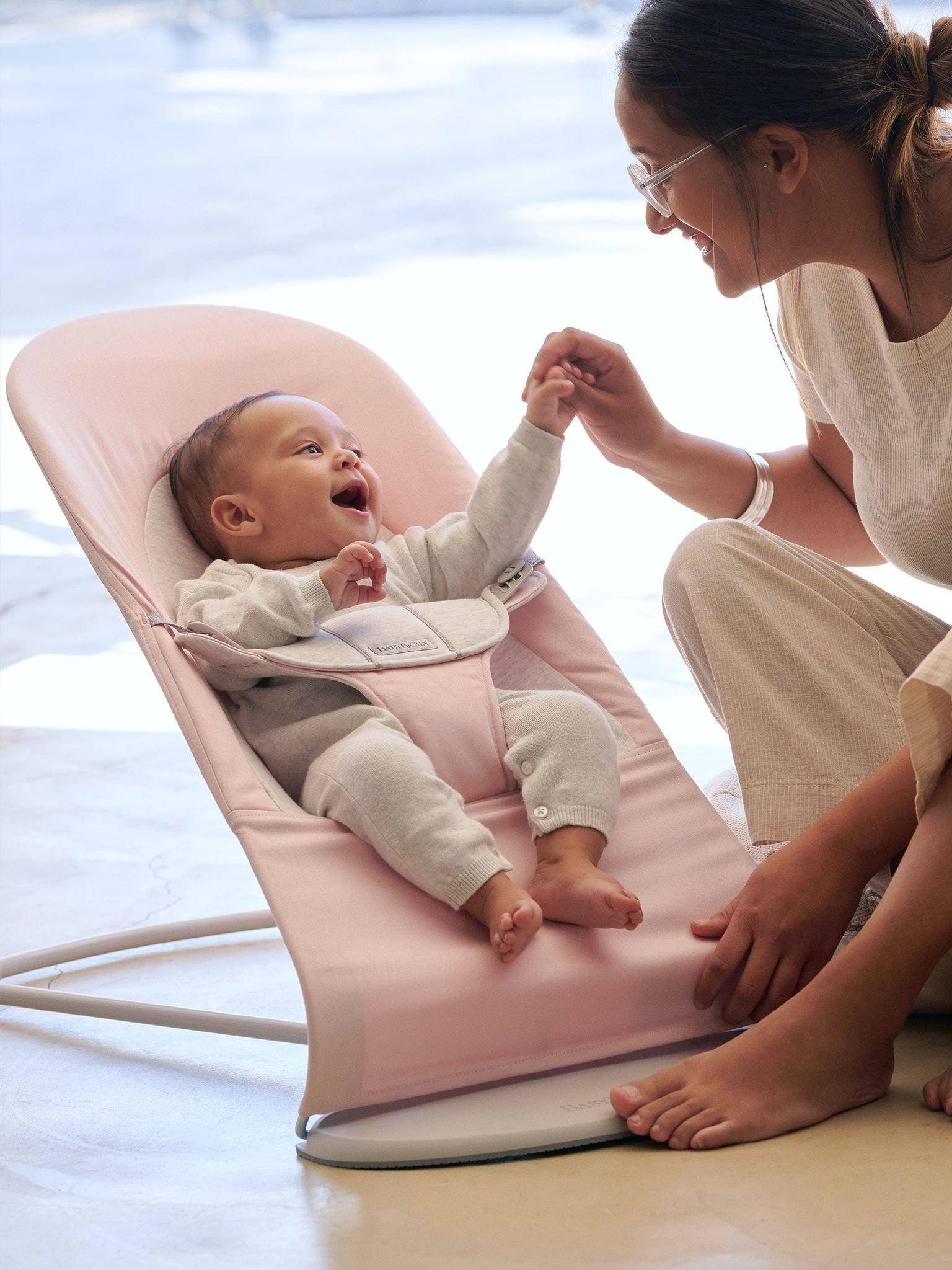 BABYBJÖRN BABYBJÖRN Wipstoeltje Balance Soft Lichtgrijs frame Lichtroze-Grijs Cotton Jersey