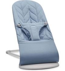 BABYBJÖRN BABYBJÖRN Wipstoeltje Bliss Lichtgrijs frame Blauw Cotton Kroonblad quilt