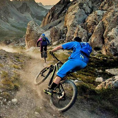 Mountainbikes met voor- en achtervering