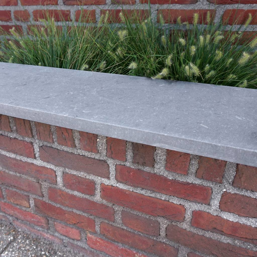 Muurafdekker Belgisch hardsteen gezoet 5 cm dik - OP MAAT-  15-120 cm breed - 50-230 cm lang - Muurafdekking buiten Licht / blauw gezoet  arduin