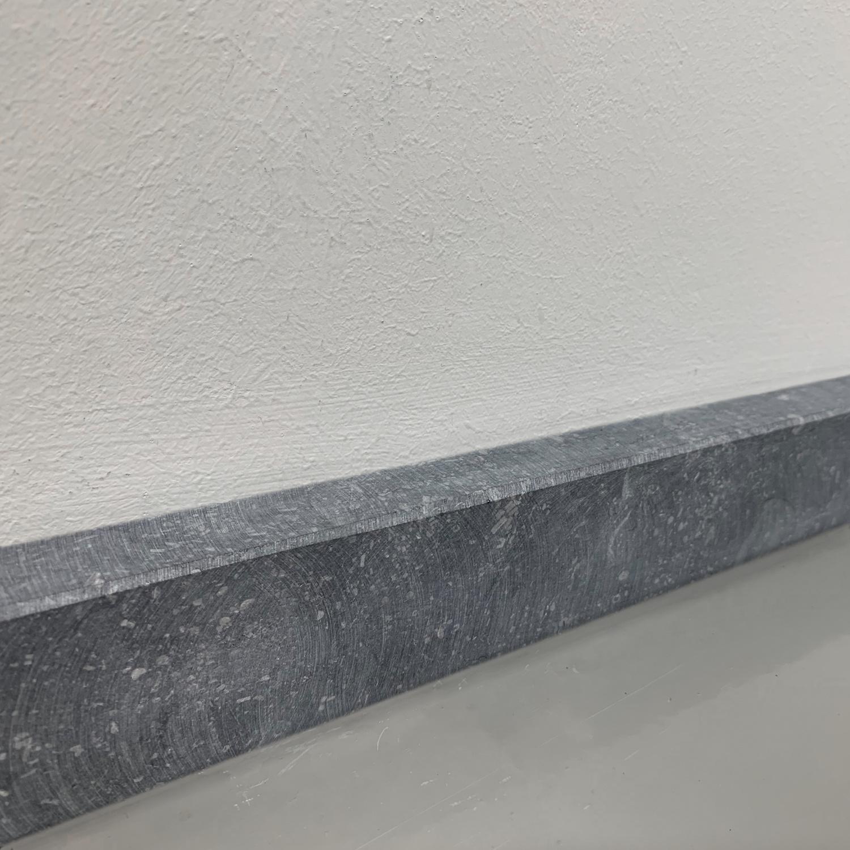Plint Belgisch hardsteen gezoet 2 cm dik - OP MAAT-  5-25 cm breed - 50-120 cm lang - Muurplint licht / blauw gezoet arduin