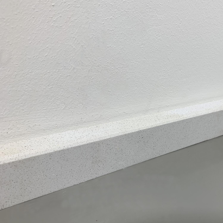 Plint composiet Bianco S 2 cm dik - OP MAAT-  5-25 cm breed - 50-120 cm lang - Muurplint gepolijst marmer composiet