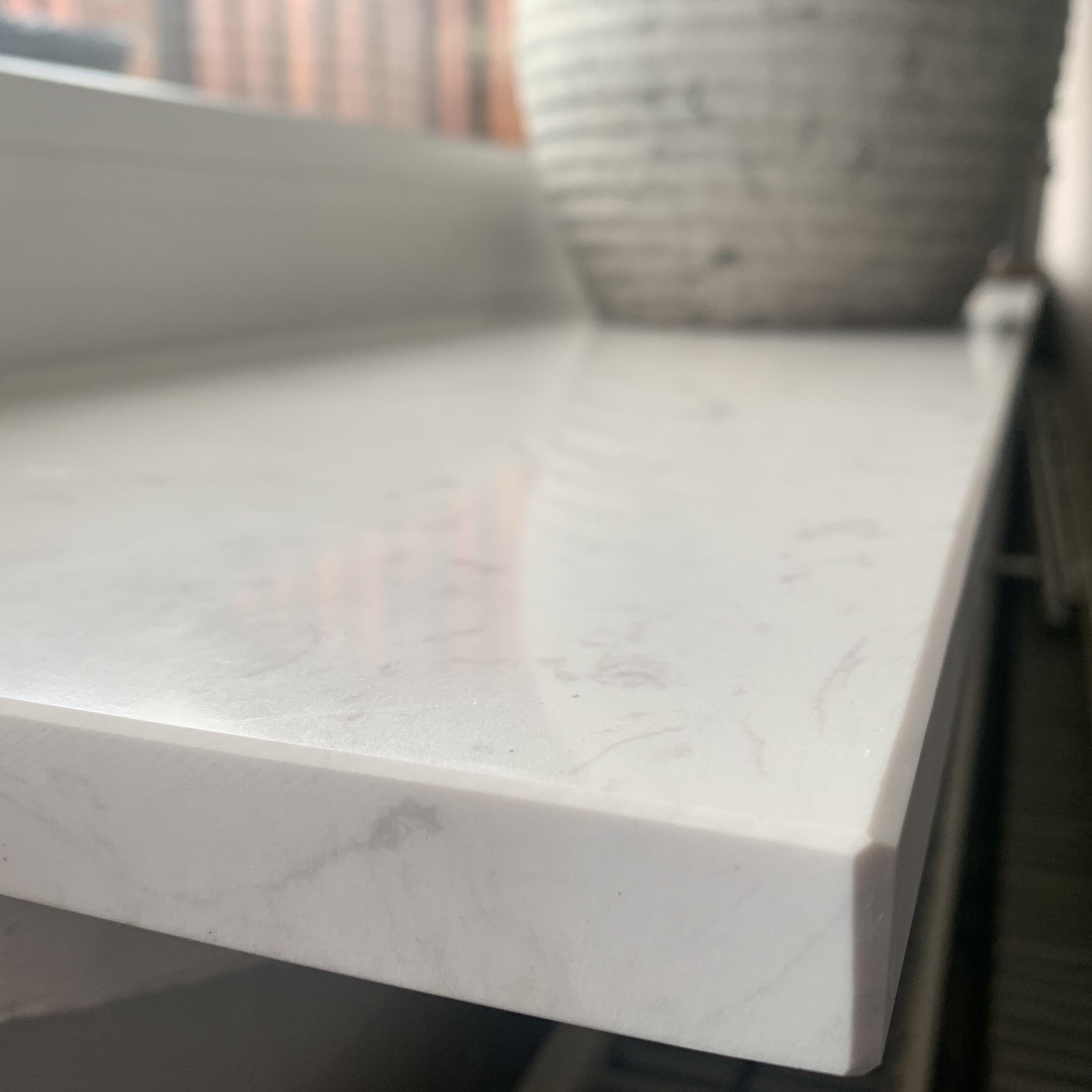 Vensterbank composiet Carrara wit - OP MAAT - 2 cm dik - 10-70 cm breed - 10-230 cm lang -  Gepolijst marmer composiet - wit marmer imitatie