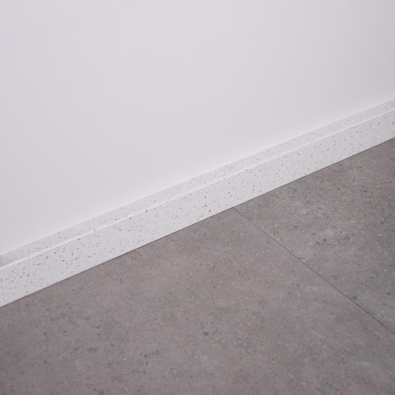 Plint composiet Bianco L 1 cm dik - OP MAAT-  5-25 cm breed - 50-120 cm lang - Muurplint gepolijst marmer composiet