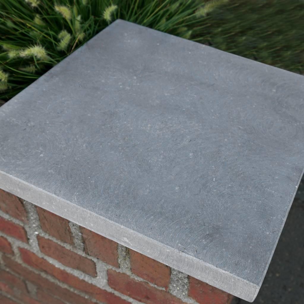 Paalmuts Belgisch hardsteen gezoet 2 cm dik - OP MAAT - van 35x35 tot 100x100 - Hardstenen paal - pilaar afdekker buiten licht / blauw gezoet
