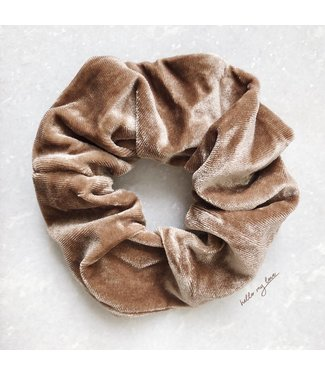 Cara Velvet Scrunchie / Brown