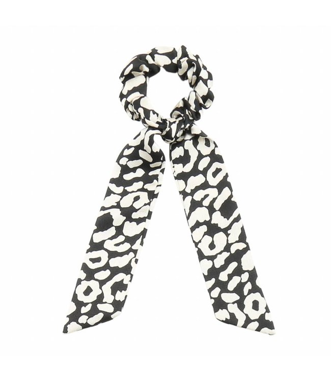 Zoey Leopard Scrunchie / Black
