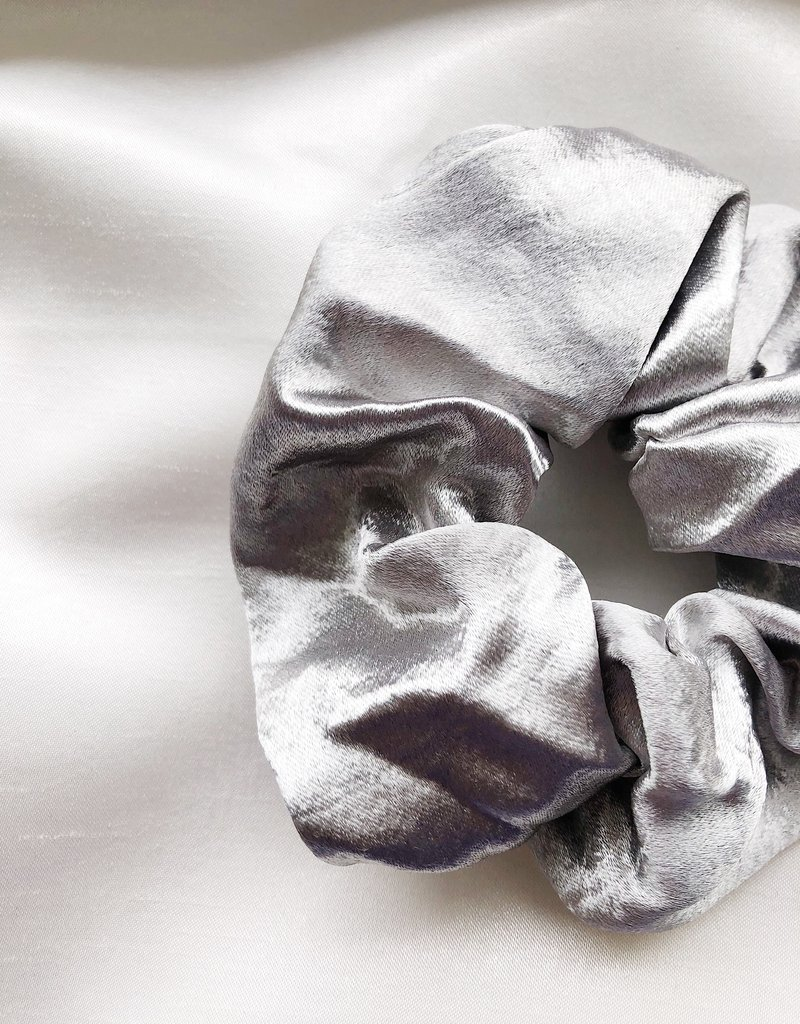 Cara Satin Scrunchie / Silver