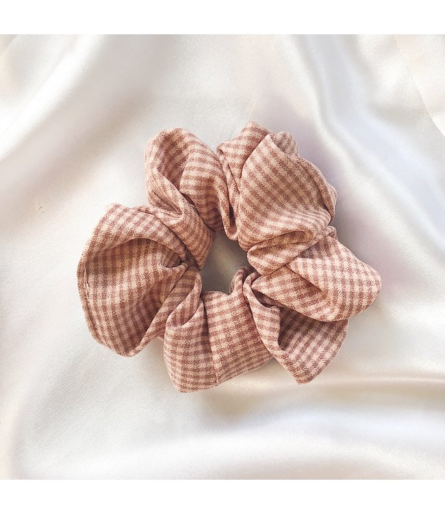 Cara Checkered Scrunchie / Dusty Pink