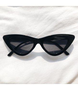 Claire Cateye Sunglasses / Black
