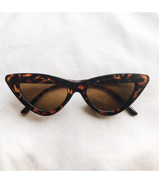 Claire Cateye Sunglasses / Brown