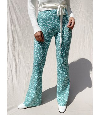 Nina Cheetah Flared Leggings / Jade Green