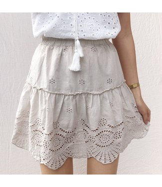 Yuna Embroidered Skirt / Beige