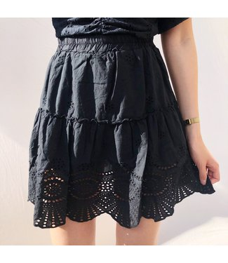 Yuna Embroidered Skirt / Black