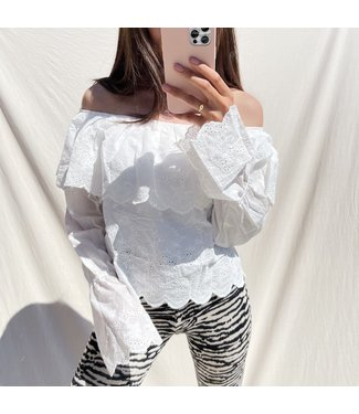 Alessia Embroidered Off Shoulder Top / White