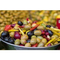 Mixed bio olijven met jalapenos, gekarameliseerde look, paprika en artisjokharten