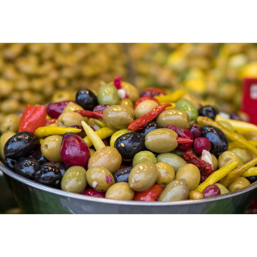 Mixed bio olijven met jalapenos, gekarameliseerde look, paprika en artisjokharten-1