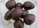 Chocolade paaseitje ganzenlever/pijnboompit/physalis
