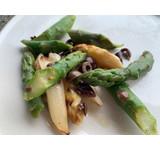 Groene en witte asperges/ Ligurische olijf