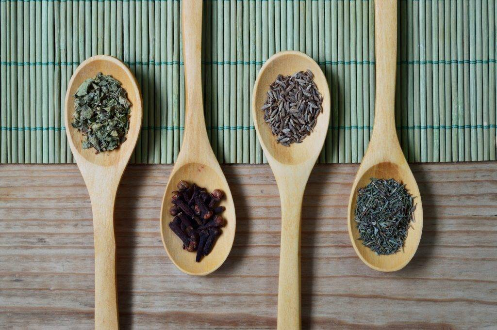 10 alledaagse ingrediënten die helpen tegen winterkwaaltjes