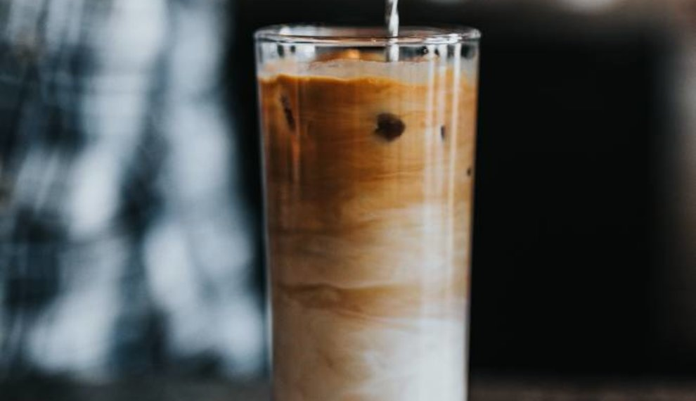 Iced chai au lait