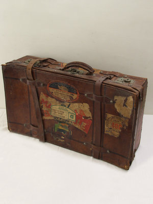 Amsterdam Pipe Museum Leather suitcase