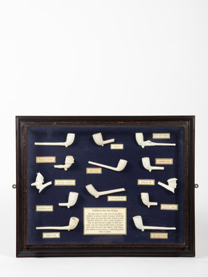 Tabakshistorisch Museum Museum display with clay pipes