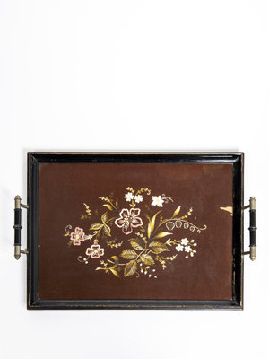 Verhalenwerf Tray with flower embroidery
