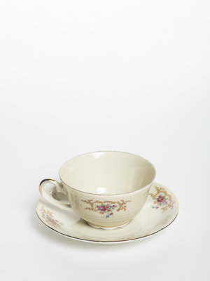 Verhalenwerf Flowered cup and saucer