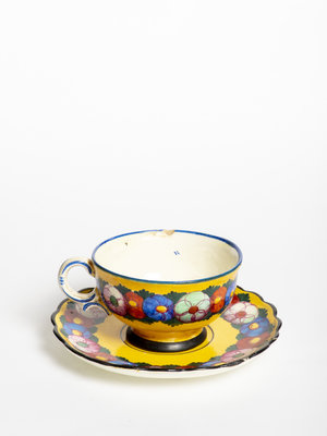 Verhalenwerf Colourful teacup and saucer