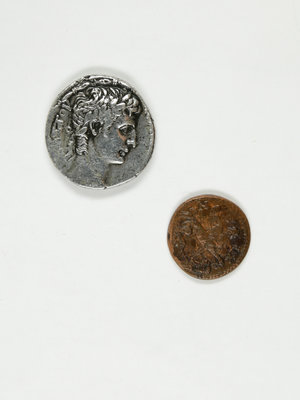 Bijbels Museum Two old coins from Greece