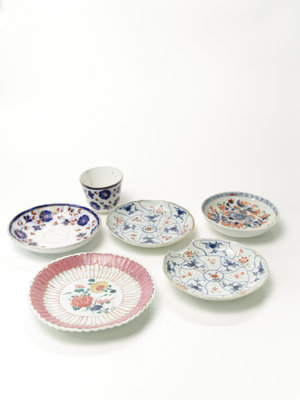 Verhalenwerf Set of ceramic saucers and cup