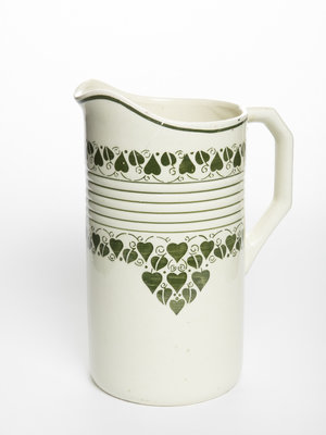 Verhalenwerf Washstand pitcher with green leaves