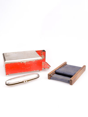 Stadsmuseum Almelo Antique cigaretteboxes and shag roller