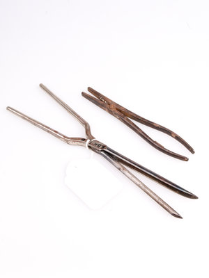 Stadsmuseum Almelo Antique plier and curling iron