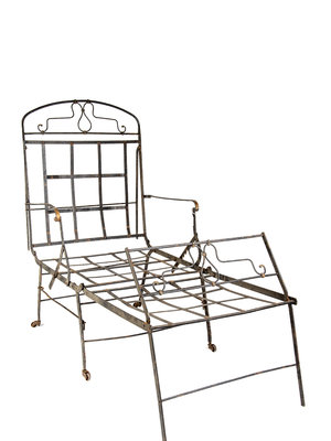 Verhalenwerf Wrought iron daybed