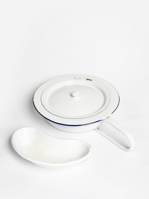 Verhalenwerf Enamel chamber pot and spit tray