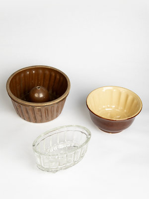 Verhalenwerf Antique baking and pudding trays