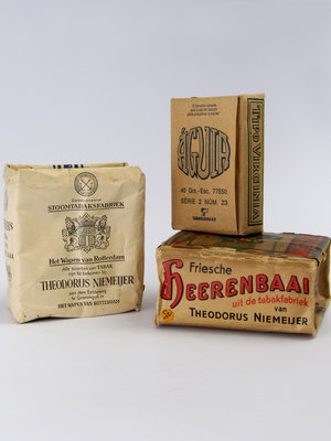 Amsterdam Pipe Museum Antique tobacco packages