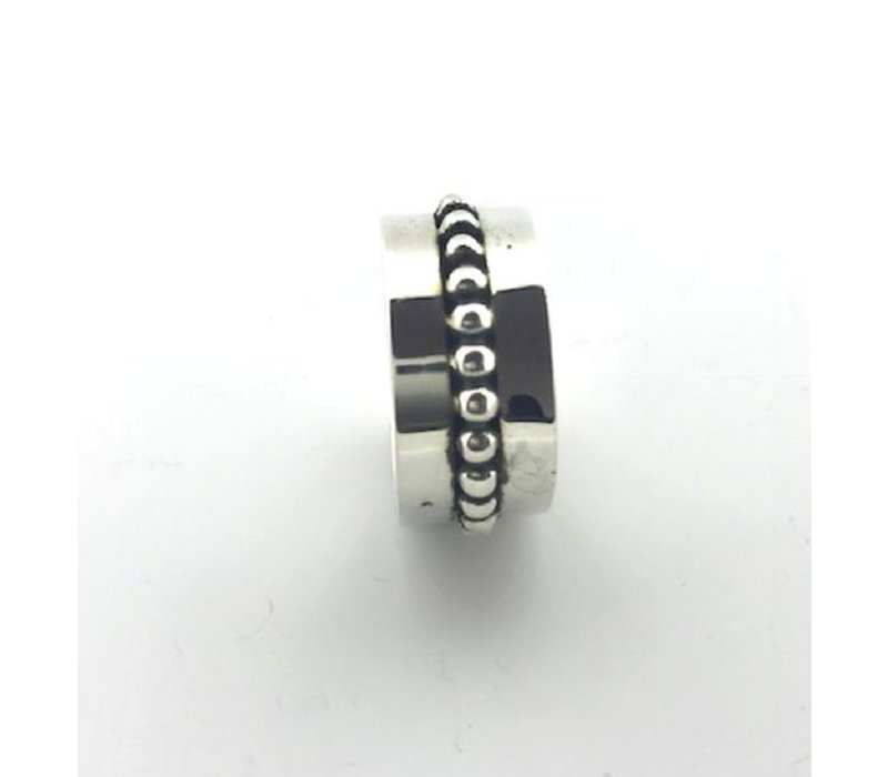 Ring,  model GLAD MET BOLLETJES, zilver, Saraswati