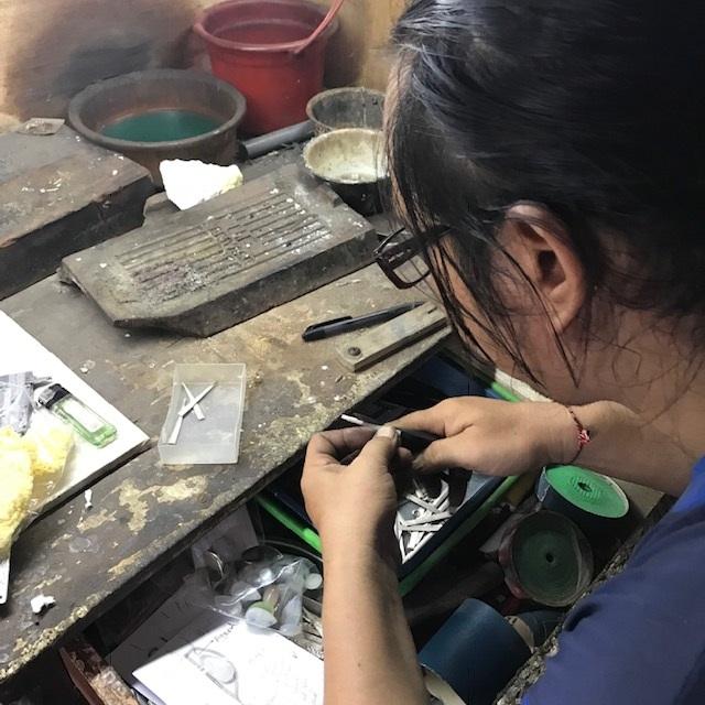 Sieradenmaker op Bali