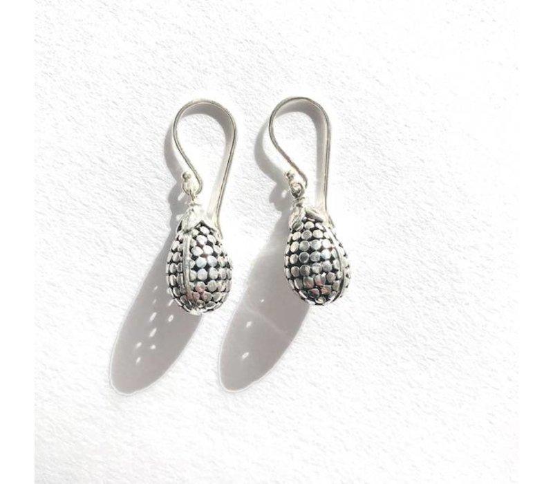 Oorbellen, model DENNENAPPEL klein, zilver, Saraswati