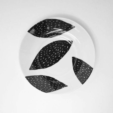 Plate Black Almond